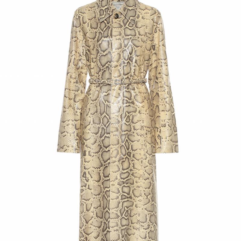 """""""Depuis l'arrivee de Daniel Lee, nous n'avons d'yeux que pour Bottega Veneta... Cette piece resume bien la collection : l'equilibre parfait entre un style androgyne et une silhouette puissante. Parfaite pour un total look cuir / animal print, tres tendance cet hiver."""""""