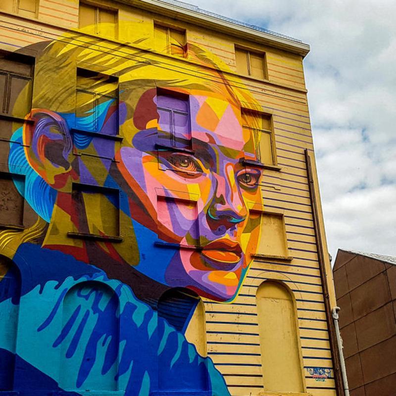 """Suite à la 3e édition du Crystal Ship, soit le plus grand festival de street art en Europe, plus de 50 fresques et 250 petites interventions des plus grands artistes internationaux et belges, sont cachées dans les rues d'Ostende. L'occasion de se faire une petite virée street art en famille. <a href=""""http://www.thecrystalship.org"""">www.thecrystalship.org</a>"""