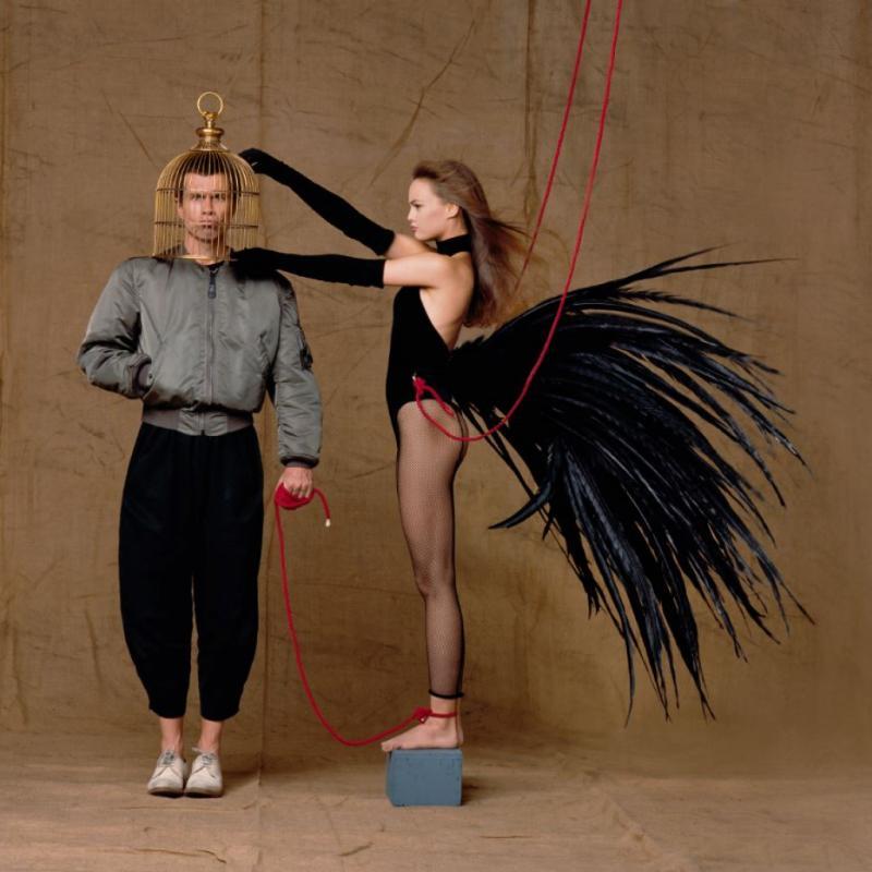 Jean-Paul Goude et Vanessa Paradis. Photo prise durant le tournage de la pub pour le parfum N°5 de Chanel.