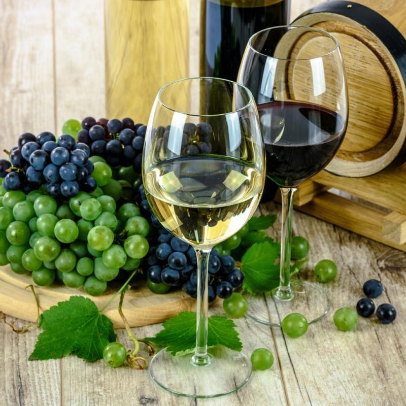 Un vin liquoreux peut monter jusqu'à 180 kcal. A noter que l'ajout de sirop, à forte teneur en sucre, augmente le nombre de calories.