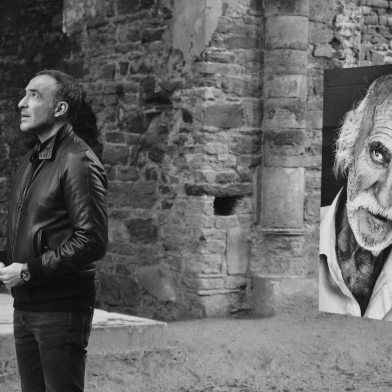 """Dernières heures pour aller (enfin) voir les beaux clichés en noir et blanc de Nikos Aliagas (oui, l'animateur) accrochés aux murs de l'Abbaye de Villers-la-Ville. L'Épreuve du temps, jusqu'au 15 avril, <a href=""""http://www.villers.be"""">www.villers.be</a>"""