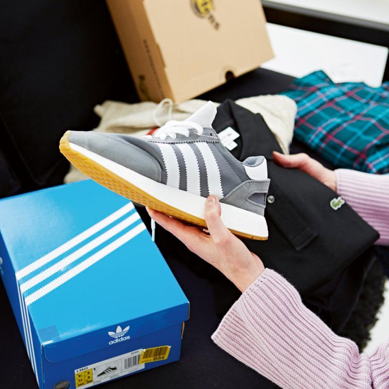 "<a href=""https://fr.zalando.be/adidas-originals-i-5923-baskets-basses-ad115o082-c11.html?wmc=col320__.78147583___..&opc=2211"" target=""_blank"">Baskets</a>, Adidas, 129.95€."